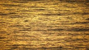 Αφηρημένος κυματισμός νερού στον κίτρινο τόνο απόθεμα βίντεο