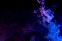 Αφηρημένος μπλε ιώδης καπνός Weipa Στοκ Φωτογραφία