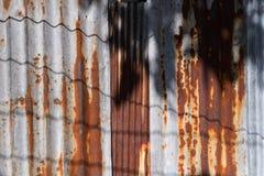 Αφηρημένος παλαιός φράκτης σκουριάς ψευδάργυρου υπαίθρια Ταϊλάνδη Στοκ Εικόνες