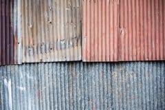 Αφηρημένος παλαιός φράκτης σκουριάς ψευδάργυρου υπαίθρια Ταϊλάνδη Στοκ εικόνα με δικαίωμα ελεύθερης χρήσης
