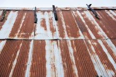 Αφηρημένος παλαιός φράκτης σκουριάς ψευδάργυρου υπαίθρια Ταϊλάνδη Στοκ φωτογραφία με δικαίωμα ελεύθερης χρήσης