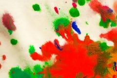 αφηρημένος παφλασμός σημείων των φωτεινών χρωμάτων στη μακροεντολή της Λευκής Βίβλου Στοκ Φωτογραφίες