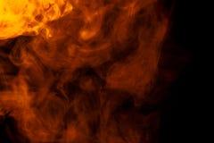 Αφηρημένος πορτοκαλής καπνός hookah σε ένα μαύρο υπόβαθρο Στοκ Εικόνες
