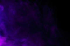 Αφηρημένος πορφυρός καπνός hookah σε ένα μαύρο υπόβαθρο Στοκ φωτογραφίες με δικαίωμα ελεύθερης χρήσης