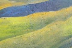 Αφηρημένος πράσινος τοίχος με τις ρωγμές Στοκ φωτογραφία με δικαίωμα ελεύθερης χρήσης