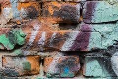 Αφηρημένος τοίχος, που διακοσμείται με το χρώμα σχεδίων, κινηματογράφηση σε πρώτο πλάνο Λεπτομέρεια των γκράφιτι Τεμάχιο για το υ Στοκ Φωτογραφίες