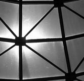 Αφηρημένος φεγγίτης με τον πίσω φωτισμό ήλιων Στοκ Φωτογραφίες