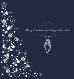 Αφηρημένο λάμποντας χριστουγεννιάτικο δέντρο στο σκούρο μπλε υπόβαθρο παλαιός συλλέξιμος σχετικός με την κάρτα τρύγος αντικειμένο Στοκ εικόνα με δικαίωμα ελεύθερης χρήσης