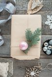 αφηρημένο ανασκόπησης Χριστουγέννων σκοτεινό διακοσμήσεων σχεδίου λευκό αστεριών προτύπων κόκκινο Σπιτικά τυλιγμένα χριστουγεννιά Στοκ φωτογραφίες με δικαίωμα ελεύθερης χρήσης