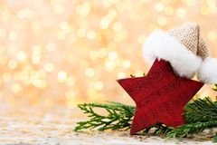 αφηρημένο ανασκόπησης Χριστουγέννων σκοτεινό διακοσμήσεων σχεδίου λευκό αστεριών προτύπων κόκκινο Αστέρι Χριστουγέννων και καπέλο Στοκ Φωτογραφίες