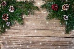 αφηρημένο ανασκόπησης Χριστουγέννων σκοτεινό διακοσμήσεων σχεδίου λευκό αστεριών προτύπων κόκκινο Κλάδος δέντρων έλατου Χριστουγέ Στοκ εικόνα με δικαίωμα ελεύθερης χρήσης