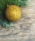 αφηρημένο ανασκόπησης Χριστουγέννων σκοτεινό διακοσμήσεων σχεδίου λευκό αστεριών προτύπων κόκκινο Δέντρο και διακοσμήσεις έλατου  Στοκ φωτογραφία με δικαίωμα ελεύθερης χρήσης