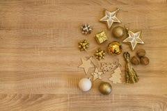 αφηρημένο ανασκόπησης Χριστουγέννων σκοτεινό διακοσμήσεων σχεδίου λευκό αστεριών προτύπων κόκκινο Τα χρυσά ντεκόρ Χριστουγέννων σ στοκ φωτογραφίες με δικαίωμα ελεύθερης χρήσης