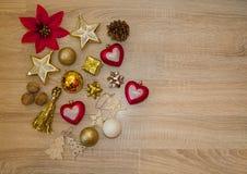 αφηρημένο ανασκόπησης Χριστουγέννων σκοτεινό διακοσμήσεων σχεδίου λευκό αστεριών προτύπων κόκκινο Τα κόκκινα και χρυσά ντεκόρ Χρι στοκ εικόνες