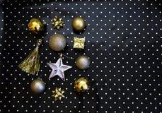 αφηρημένο ανασκόπησης Χριστουγέννων σκοτεινό διακοσμήσεων σχεδίου λευκό αστεριών προτύπων κόκκινο Τα χρυσά ντεκόρ Χριστουγέννων σ στοκ φωτογραφία