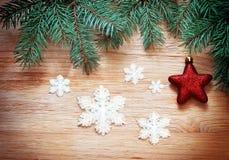 αφηρημένο ανασκόπησης Χριστουγέννων σκοτεινό διακοσμήσεων σχεδίου λευκό αστεριών προτύπων κόκκινο Πεύκο και κόκκινο αστέρι Στοκ Εικόνες