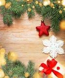 αφηρημένο ανασκόπησης Χριστουγέννων σκοτεινό διακοσμήσεων σχεδίου λευκό αστεριών προτύπων κόκκινο Πεύκο και κόκκινο αστέρι Στοκ φωτογραφίες με δικαίωμα ελεύθερης χρήσης