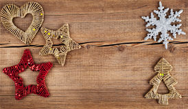 αφηρημένο ανασκόπησης Χριστουγέννων σκοτεινό διακοσμήσεων σχεδίου λευκό αστεριών προτύπων κόκκινο Snowflakes σύνορα στον ξύλινο π Στοκ Φωτογραφία