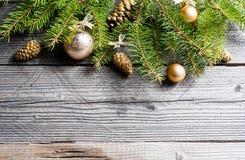 αφηρημένο ανασκόπησης Χριστουγέννων σκοτεινό διακοσμήσεων σχεδίου λευκό αστεριών προτύπων κόκκινο Το πράσινο FIR με τους κώνους π Στοκ φωτογραφίες με δικαίωμα ελεύθερης χρήσης