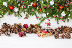 αφηρημένο ανασκόπησης Χριστουγέννων σκοτεινό διακοσμήσεων σχεδίου λευκό αστεριών προτύπων κόκκινο Διακοσμημένος κλάδος δέντρων έλ Στοκ φωτογραφία με δικαίωμα ελεύθερης χρήσης