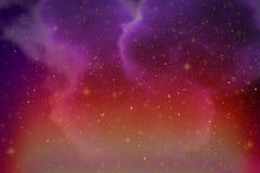 Αφηρημένο δυναμικό πορφυρό διάστημα φαντασίας και ζωηρόχρωμο υπόβαθρο αστεριών με τους σπινθήρες και τα σύννεφα ελεύθερη απεικόνιση δικαιώματος