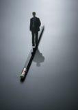 αφηρημένο επιχειρησιακό άτομο σχεδίου που περπατά στο μολύβι επιχειρησιακό BA Στοκ εικόνες με δικαίωμα ελεύθερης χρήσης