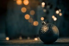 Αφηρημένο θολωμένο σφαίρα ελαφρύ υπόβαθρο Χριστουγέννων, grunge backgro Στοκ Εικόνα
