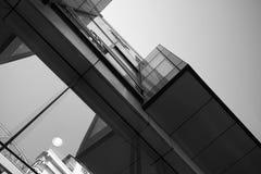 Αφηρημένο κάθετο μαύρο λευκό ουρανοξυστών Στοκ Εικόνες