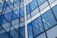 αφηρημένο κτήριο ανασκόπησης Πρόσοψη κρυστάλλου με τις αντανακλάσεις Στοκ Εικόνες