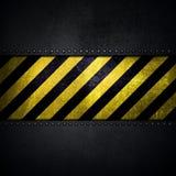 Αφηρημένο μεταλλικό υπόβαθρο με την κίτρινη και μαύρη λουρίδα προειδοποίησης απεικόνιση αποθεμάτων
