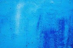 Αφηρημένο μπλε υπόβαθρο με σκούρο μπλε σημεία, μπλε ασβεστοκονίαμα με τα σημεία και τους λεκέδες Στοκ Εικόνες