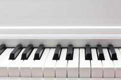 αφηρημένο πιάνο πληκτρολογίων κινηματογραφήσεων σε πρώτο πλάνο ανασκόπησης Στοκ Εικόνες