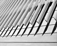 Αφηρημένο σχέδιο από τις οριζόντιες και διαγώνιες γραμμές γραμμές αιχμηρές Στοκ Εικόνα