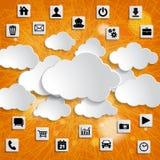 Αφηρημένο σύννεφο που υπολογίζει με τα εικονίδια μέσων σε ένα ριγωτό πορτοκαλί BA Στοκ Φωτογραφία