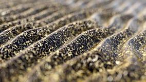 Αφηρημένο υπόβαθρο απεικόνισης, που διπλώνεται, κυματιστό, με τη χρυσή, τρισδιάστατη απόδοση ελεύθερη απεικόνιση δικαιώματος