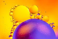 Αφηρημένο υπόβαθρο διαστήματος ή κόσμου πλανητών Αφηρημένο sctructure μορίων μπλε ύδωρ φυσαλίδων λουτρών ανασκόπησης Μακρο πυροβο Στοκ Εικόνες