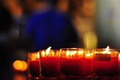 Αφηρημένο υπόβαθρο κεριών, χρυσό φως της φλόγας κεριών και αφηρημένο υπόβαθρο Bokeh Στοκ Φωτογραφίες