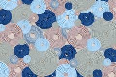 Αφηρημένο υπόβαθρο με τα κυλημένα επάνω σκοινιά σε διάφορα χρώματα στοκ εικόνες
