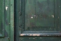 Αφηρημένο υπόβαθρο της παλαιάς εκλεκτής ποιότητας πόρτας του πράσινου χρώματος με τα στοιχεία ανακούφισης Στοκ Εικόνες