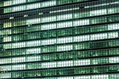 Αφηρημένο υπόβαθρο του εξωτερικού σύγχρονου κτιρίου γραφείων Στοκ Φωτογραφίες