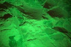 Αφηρημένο υπόβαθρο του τοίχου πετρών του χρώματος του φωτεινού πράσινου Στοκ Φωτογραφία