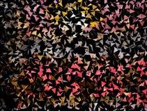 Αφηρημένο υπόβαθρο των χρωματισμένων πετώντας τριγώνων Μαύρη ανασκόπηση στοκ φωτογραφία
