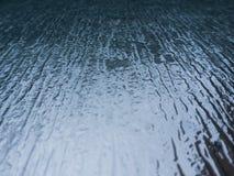 Αφηρημένο φουτουριστικό υπόβαθρο επιχειρησιακών σύγχρονο παραθύρων Έννοια ακίνητων περιουσιών, θαμπάδα κινήσεων, βροχή στο γυαλί  Στοκ Φωτογραφία