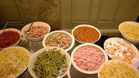 Αφθονία των μακαρονιών και του συστατικού που προετοιμάζονται για το μάγειρα Στοκ Εικόνες