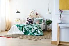 Αφθονία των χειροποίητων μαξιλαριών Στοκ εικόνα με δικαίωμα ελεύθερης χρήσης