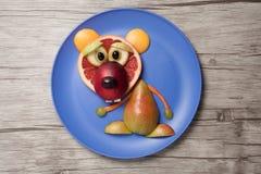 Αφορτε φιαγμένος από φρούτα το πιάτο και τον πίνακα Στοκ εικόνα με δικαίωμα ελεύθερης χρήσης