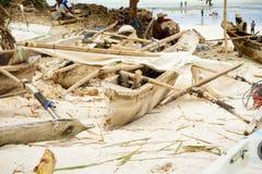 Αφρική, Τανζανία, νησί Zanzibar αλιεία βαρκών παραλιών παλαιά Στοκ Εικόνες