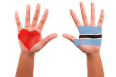Αφρικανικά χέρια με μια χρωματισμένη καρδιά και μια botswanian σημαία, αγαπώ το β Στοκ φωτογραφία με δικαίωμα ελεύθερης χρήσης