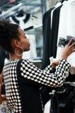Αφρικανικές αγορές κοριτσιών Στοκ φωτογραφία με δικαίωμα ελεύθερης χρήσης