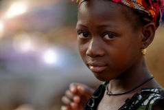 αφρικανικές νεολαίες κοριτσιών W σκουλαρικιών Στοκ φωτογραφία με δικαίωμα ελεύθερης χρήσης